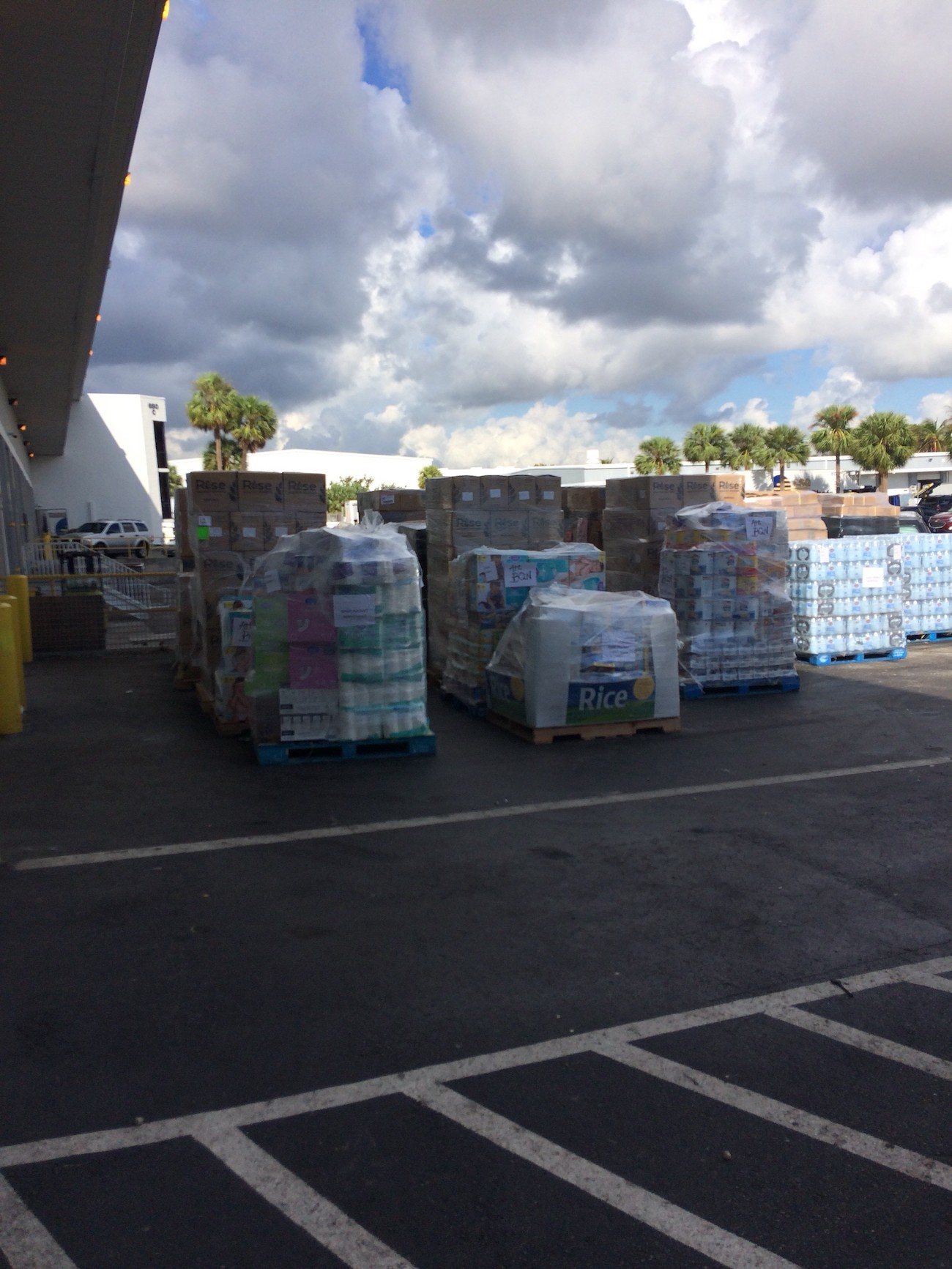 Aereos - A shipment of relief supplies is organized at Spirit Airlines Friday morning.